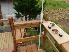 ハイデッキのテーブルからミドルデッキを見下ろす